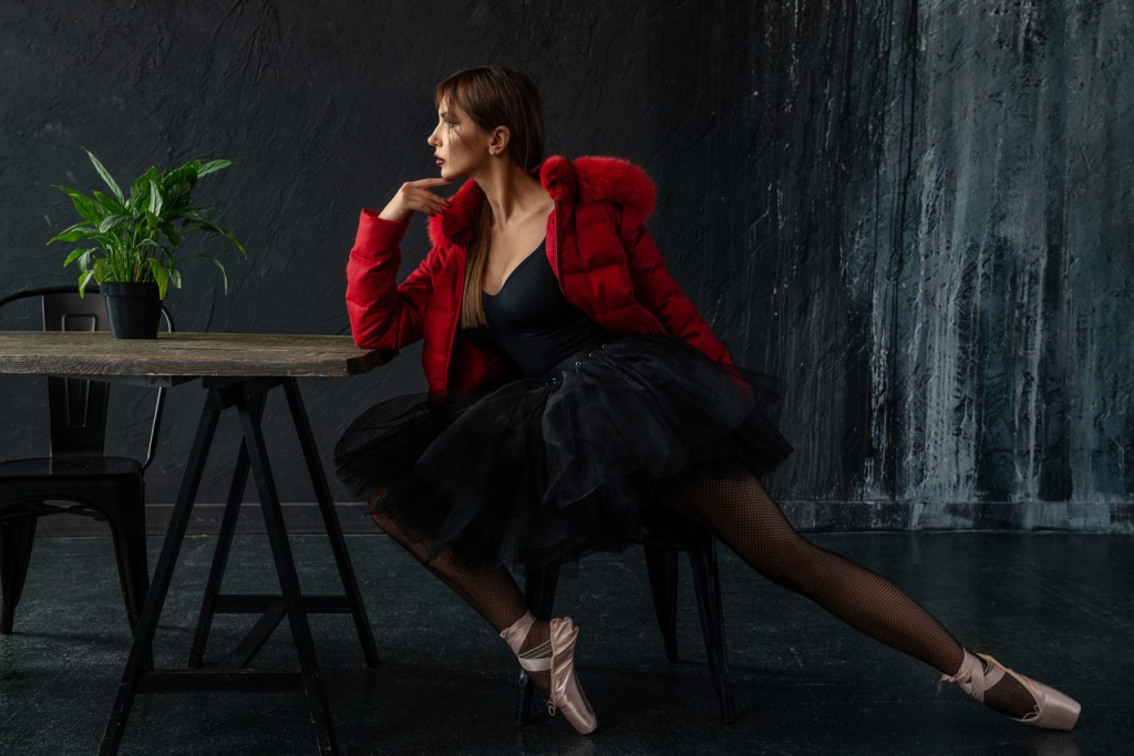 Красная куртка с мехом лисы и норки. Цена 36500 грн. Размер 40. Тел: 097 275 50 80