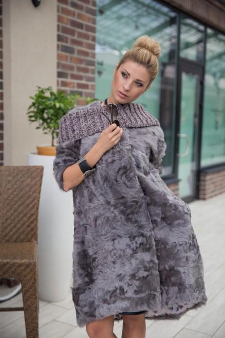Итальянское пальто из меха козлика серого цвета