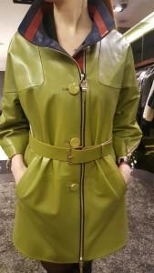 женский кожаный плащ цвета хакки