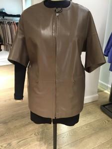 коричневая кожаная женская куртка