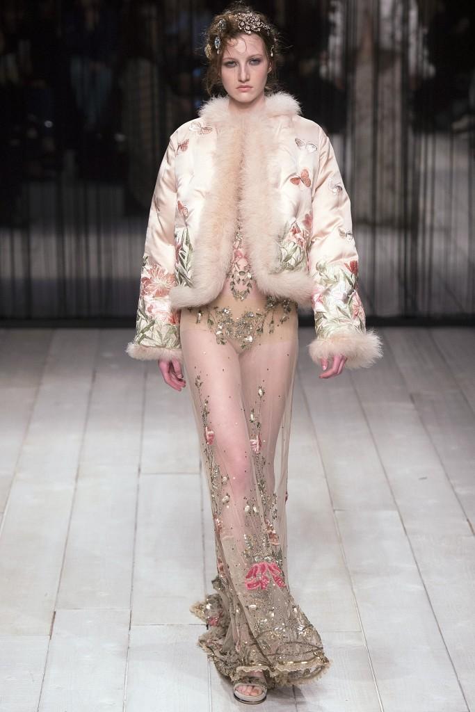 Шубы и меха осени 2016 от Alexander McQueen