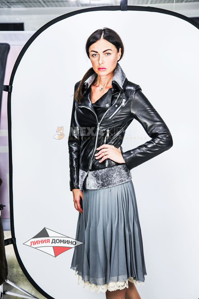 Модная кожаная женская куртка