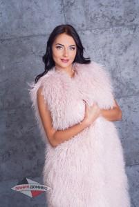 Меховые жилеты из ламы розового, белого и черного цвета