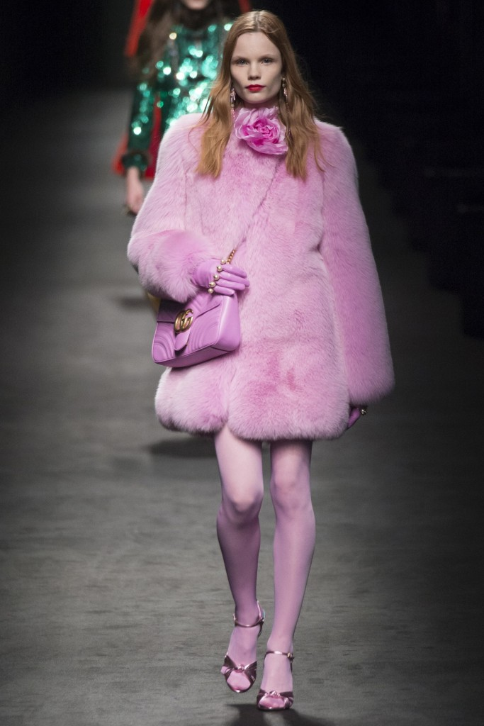 Розовая шуба Gucci