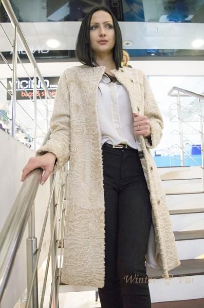 Пальто из меха каракульчи