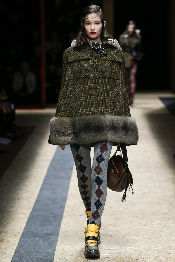 Меховая отделка осенней одежды от Прада
