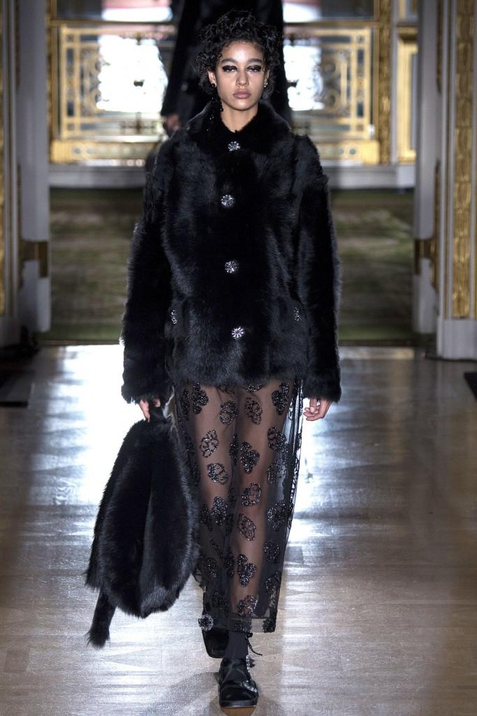 Меховое пальто от Simone Rocha