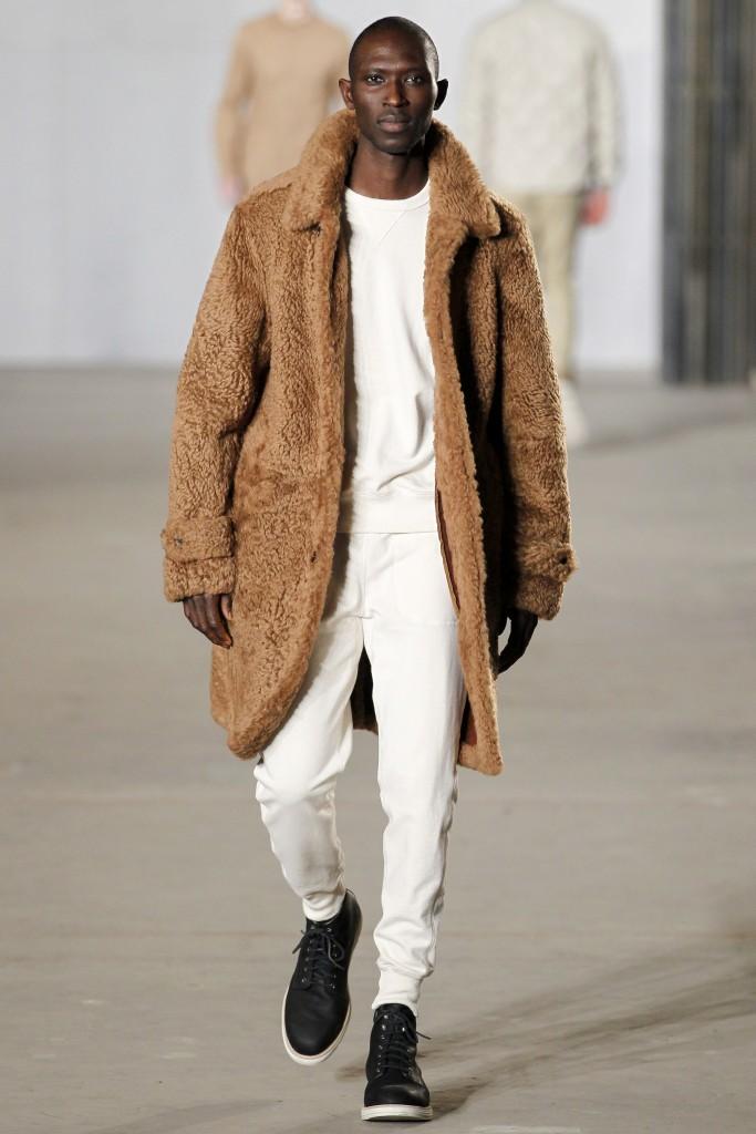 Мужское меховое пальто от Todd Snyder