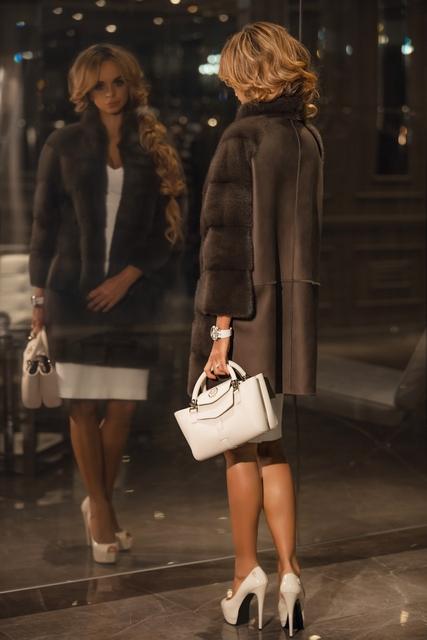 Пальто из меха норки от Manzoni24