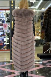 Длинный меховой жилет из финского песца цвета графит