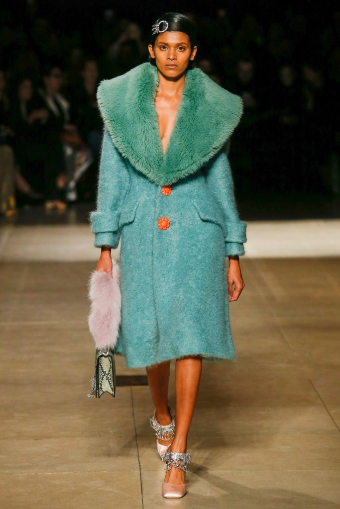 Зеленое меховое пальто с воротником Miu Miu