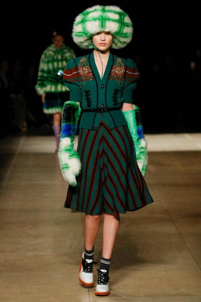 Зеленые меховые рукавицы Miu Miu