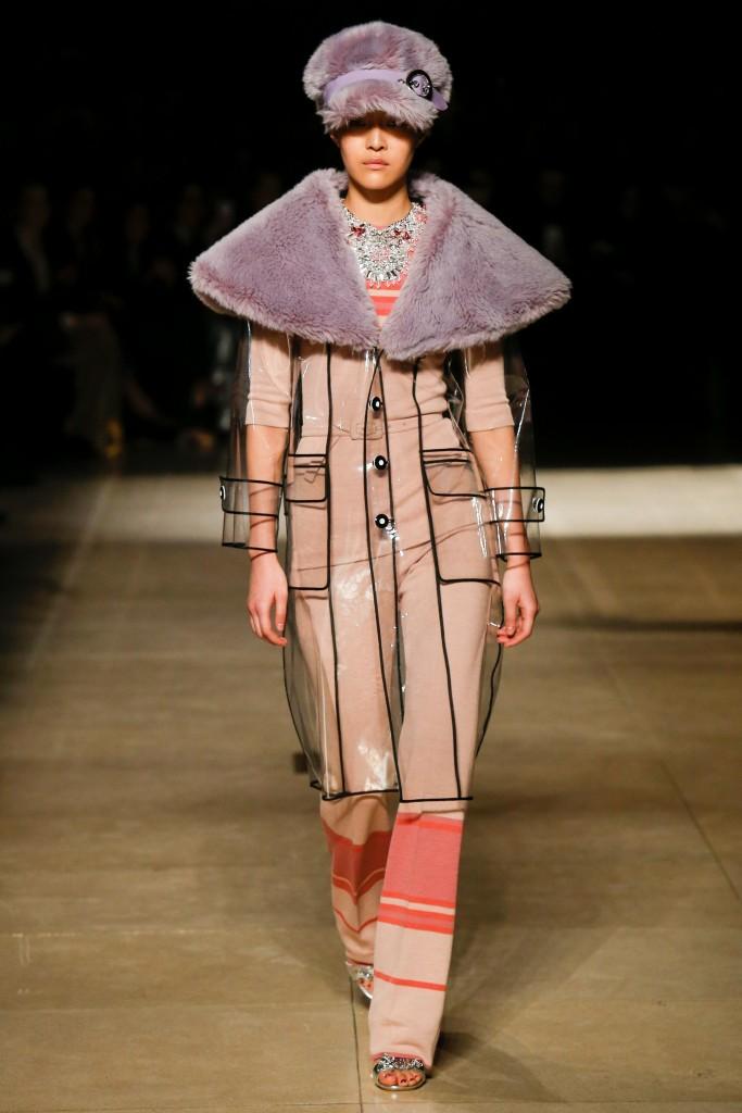 Прозрачное пальто с меховым воротником конусообразной формы Miu Miu