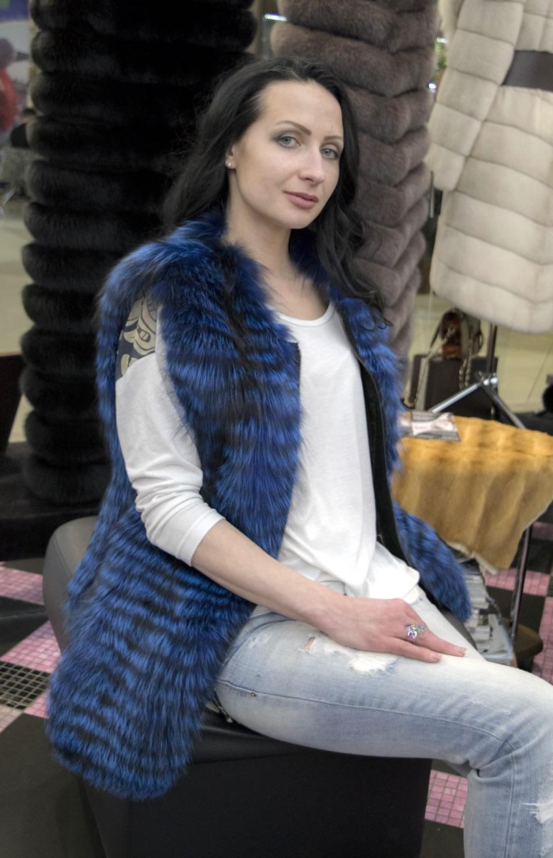 Синий жилет из чернобурки