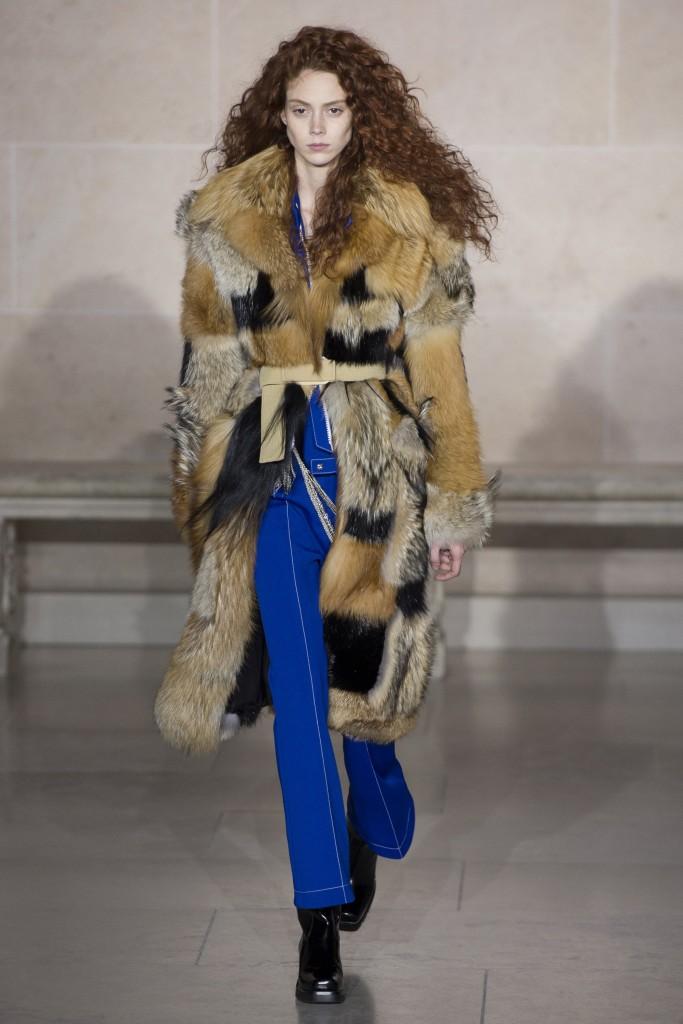 Шубы, меховые жилеты и куртки от Louis Vuitton на показе Ready-to-Wear 2017