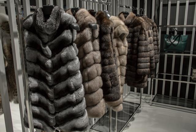 Меховые жилеты из шиншиллы и соболя от Manzoni24