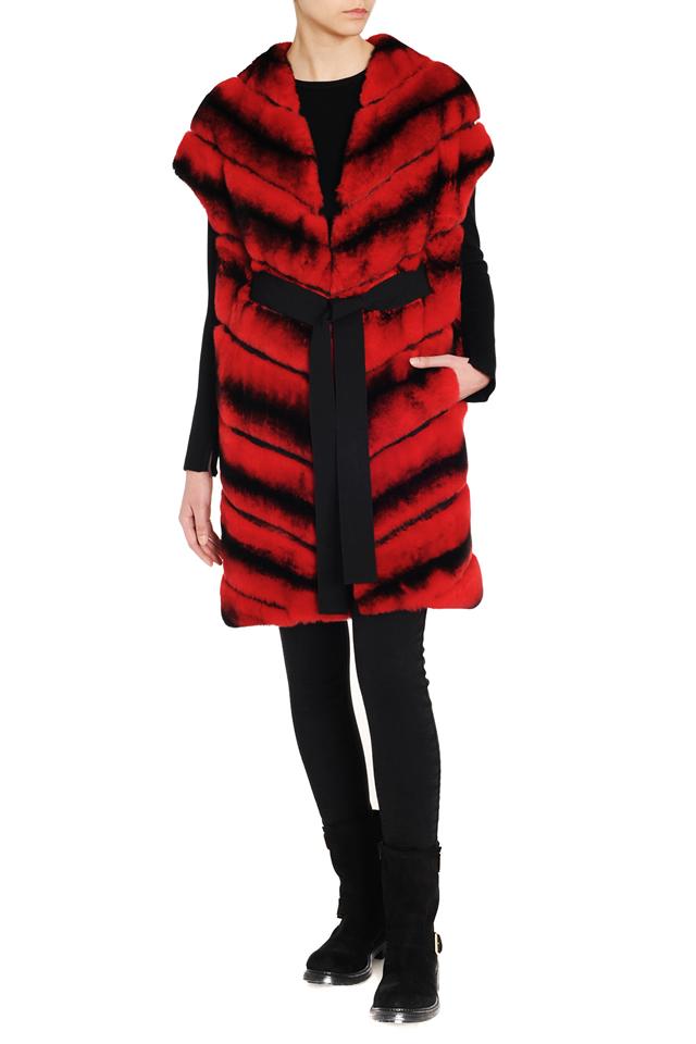 Красно-черный меховой жилет
