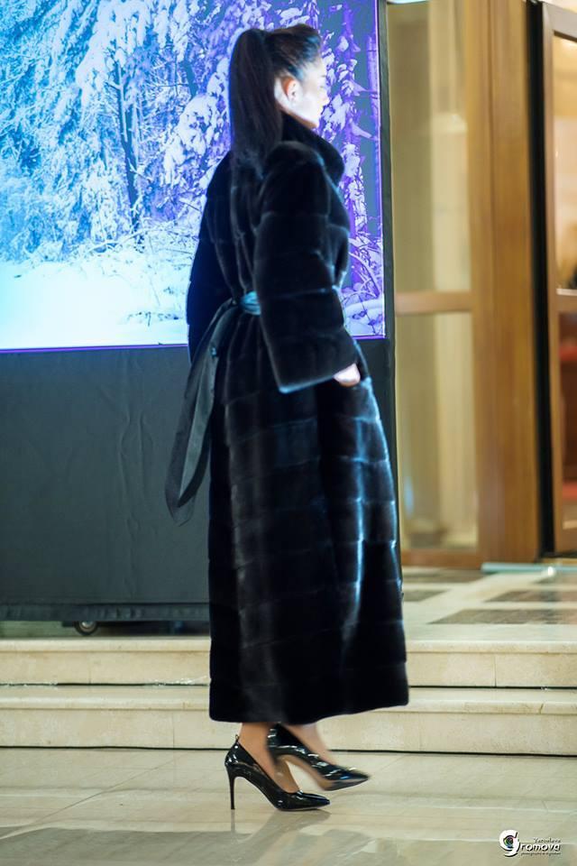 Длинная черная норковая шуба блэкглама от Winter Fur