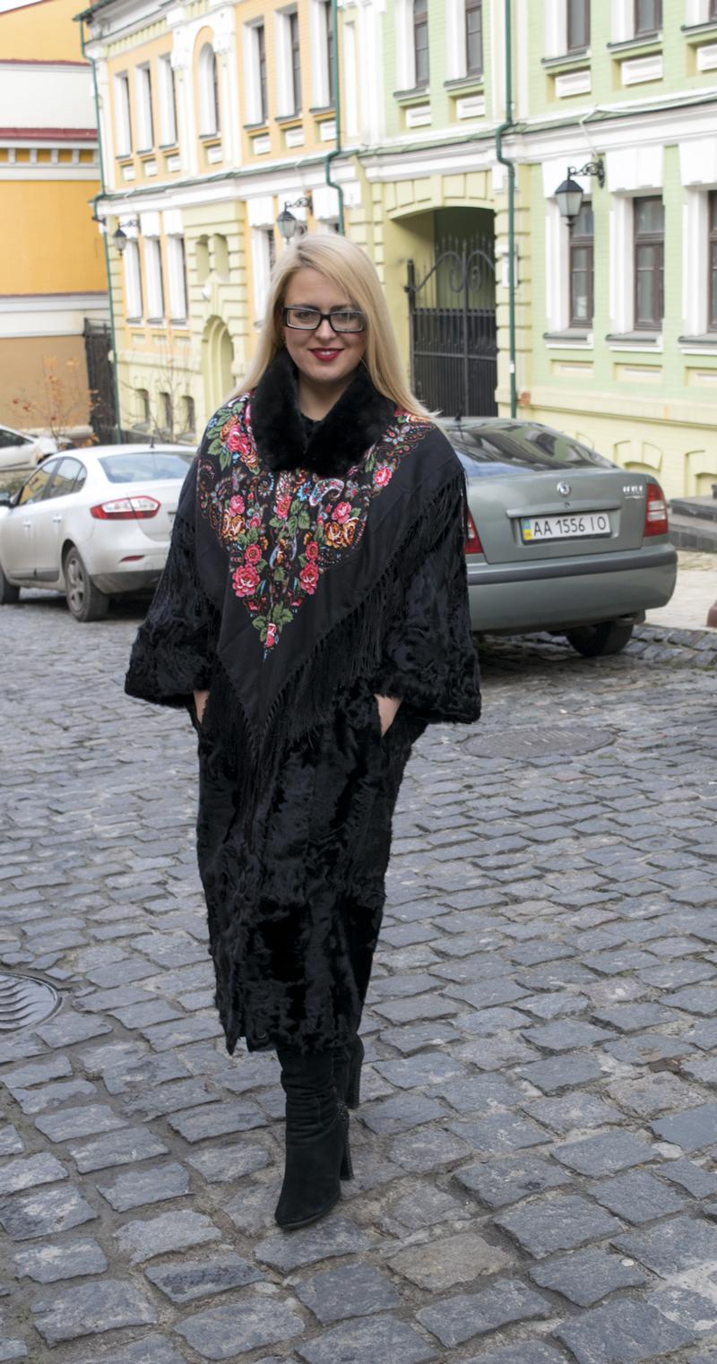 Длинная черная шуба-кимоно из каракульчи. Фото 1