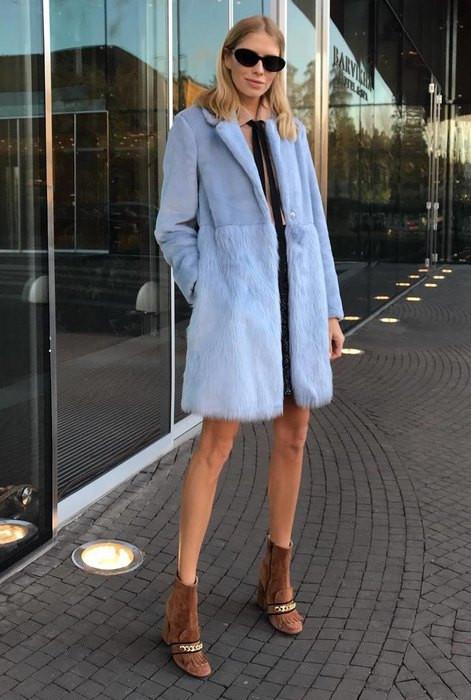Лена Перминова в голубом меховом пальто