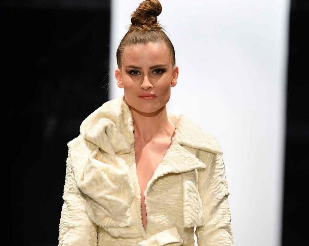 Футуристическое пальто из свакары украсило меховое шоу в Копенгагене