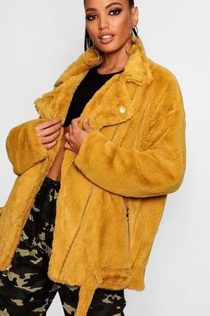 Бежевая меховая куртка-кимоно