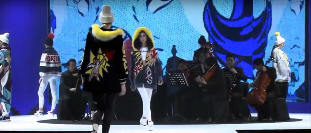 Цветные меховые пальто и куртки на Гонконгской меховой выставке