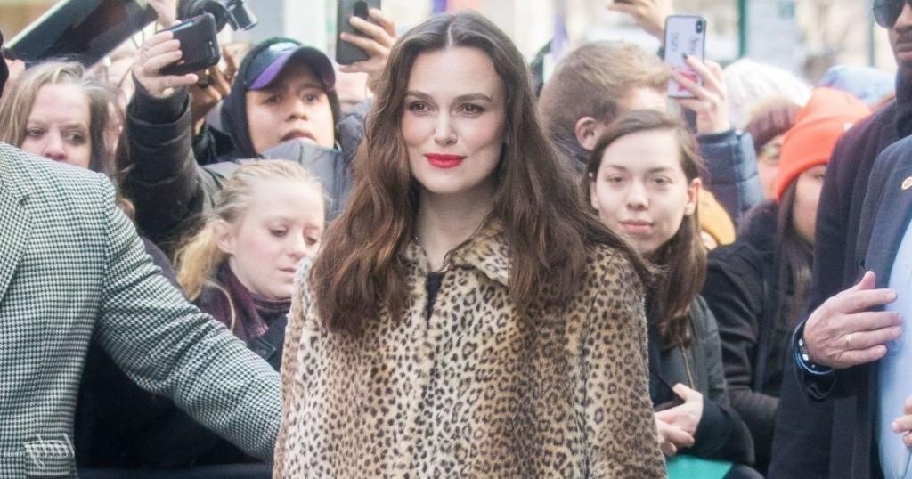 Кира Найтли в огромной леопардовой шубе - ожидаемый модный тренд