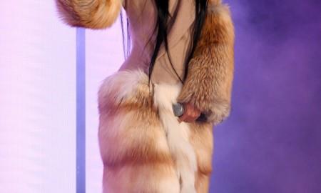 Американская хип-хоп звезда Карди Би приобрела пальто Paco Rabanne с отделкой из мехом лисы