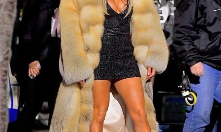 Дженнифер Лопес появилась в массивной шубе во время съемок в Нью-Йорке
