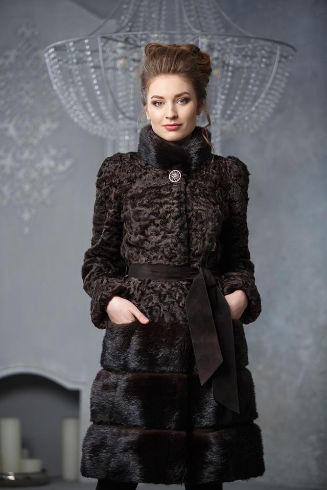 Длинная шуба-пальто из меха норки и каракуля