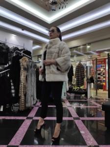 Бежевая норковая шуба кимоно