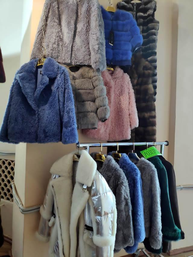 Куртки о полушубки разных цветов из овчины, песца - синие, голубые, розовые, графит
