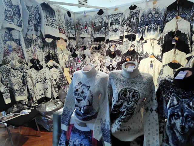 Купить свитер на ярмарке в Киеве с красивыми принтами - женские, мужские, детские