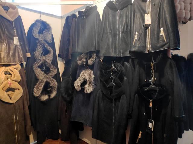 Мужские и женские дубленки и кожаные осенние и зимние куртки на ярмарке