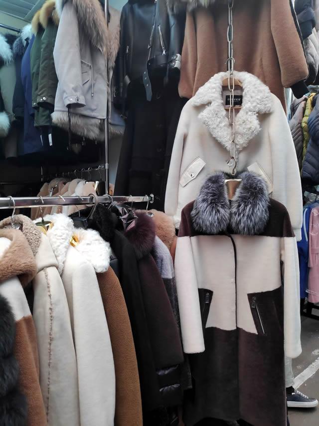 модные мужские и женские пальто из мутона