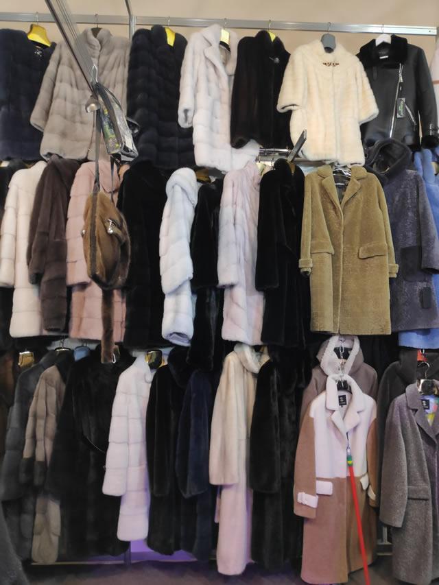 Большой выбор норковых шуб, полушубков, пальто из астрагана, дубленки из экокожи, пальто из мутона, козлика и овчины
