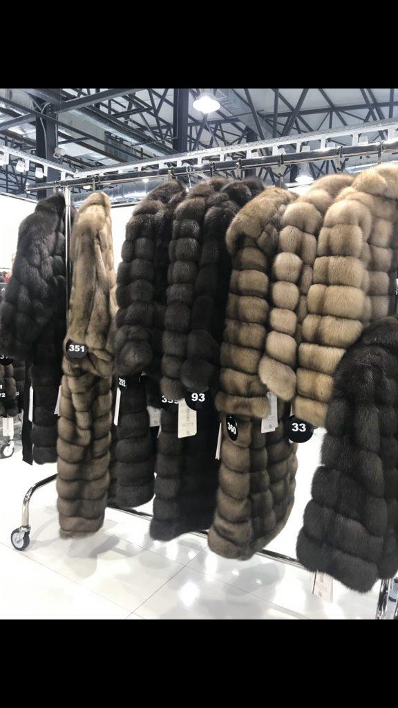 Купить длинную шубу из соболя в Киеве на меховой выставке-ярмарке во Дворце Спорта
