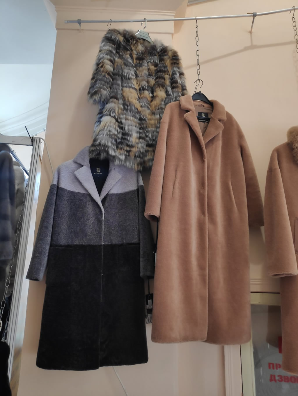Осенние или весеннее женское пальто из меха мутона, астрагана или керли