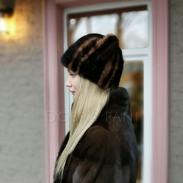 Хутрова жіноча шапка